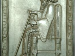 سنگ تزئینی کتیبه با طرح کوروش کبیر